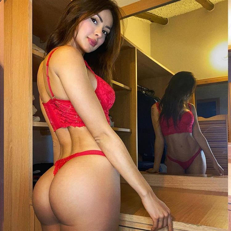 model-escort-girl-dubai-7221.jpg